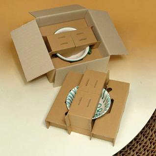 le carton ondulé pour protéger les objets fragiles, ici de la vaisselle
